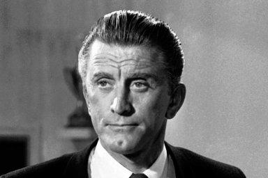 Ve věku 103let zemřel americký herec Kirk Douglas. Na snímku zroku 1962 vNew Yorku.