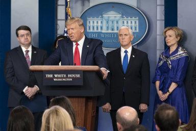 Americký prezident se při tiskových konferencích neváhá podělit o různé nápady. Minulý týden jimi ovšem zaskočil i vládní úřady.