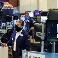 Mladí se vrhli na burzu, na trzích protáèejí miliardy