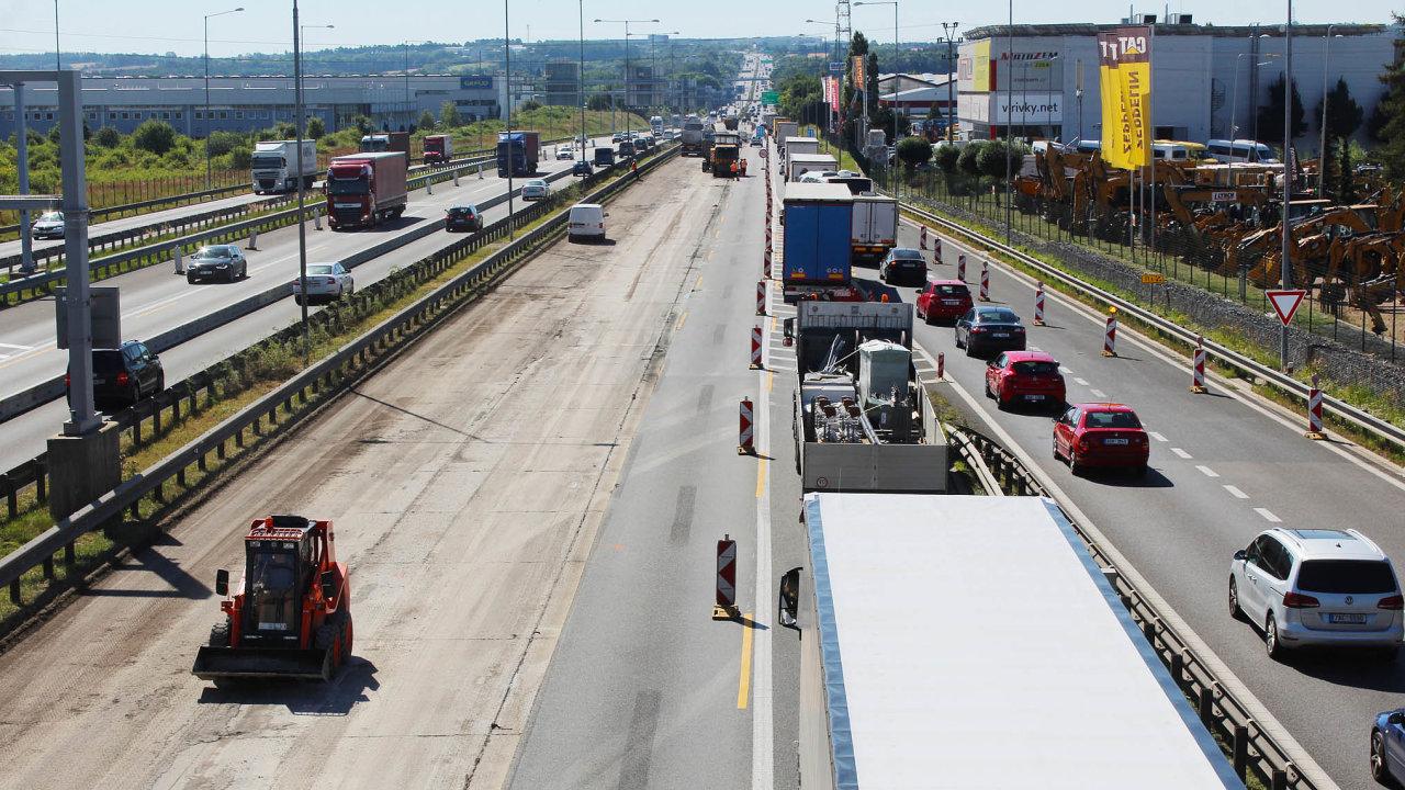 Rekonstrukce dálnice D1 u Říčan.