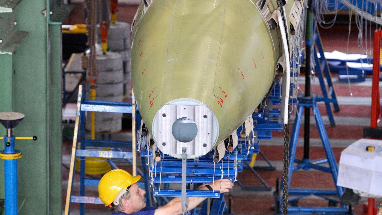 Dva prototypy L-39NG zAera Vodochody mají zasebou téměř 300 zkušebních letů ablíží se typové certifikaci letounu. Nasnímku montáž dalšího stroje.