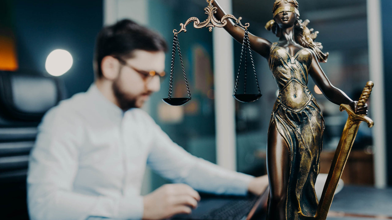 Soud na dálku. Některá soudní řízení se mohou odehrávat on-line nejen v časech koronaviru.