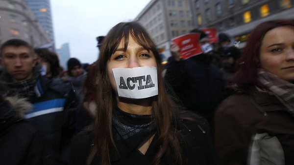 Demonstrace proti smlouv� ACTA ve Var�av�