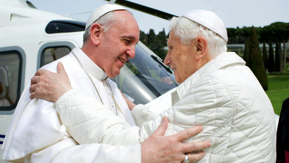 Papež František se setkal se svým předchůdcem Benediktem XVI.