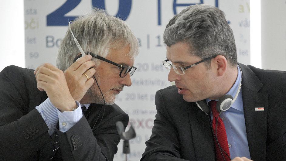 Reprezentant Bosch Group v ČR Klaus Huttelmaier (vlevo) a obchodní ředitel společnosti Bosch Diesel Hermann Butz.