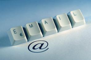 Zemřel Raymond Tomlinson, který vynalezl e-mail a navrhl používání zavináče
