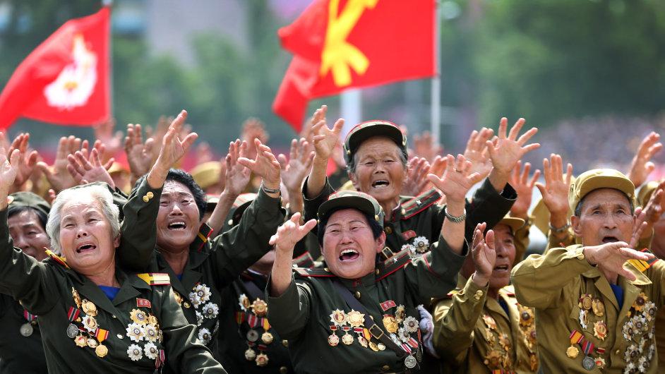 Veteráni války v Koreji zdraví Kim Čong-una