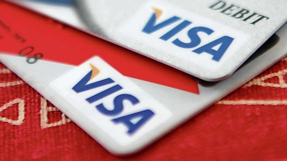 Visa pod tlakem umožní obchodníkům výrazně ušetřit za karetní transakce.