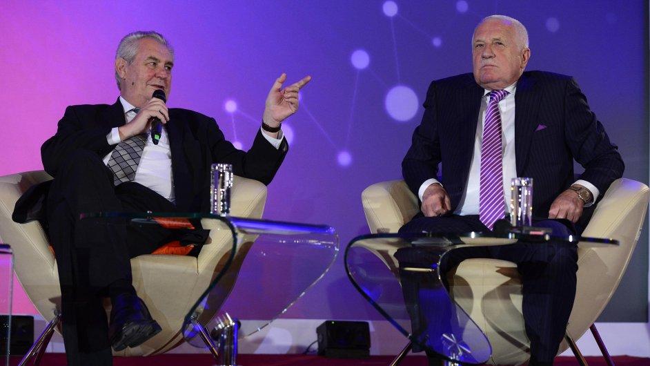 Prezident Miloš Zeman během televizní debaty se svým předchůdcem Václavem Klausem