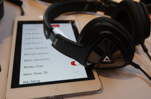 Sluchátka Monster DNA 2.0 zaujmou karbonovým designem, ohromí zvukem