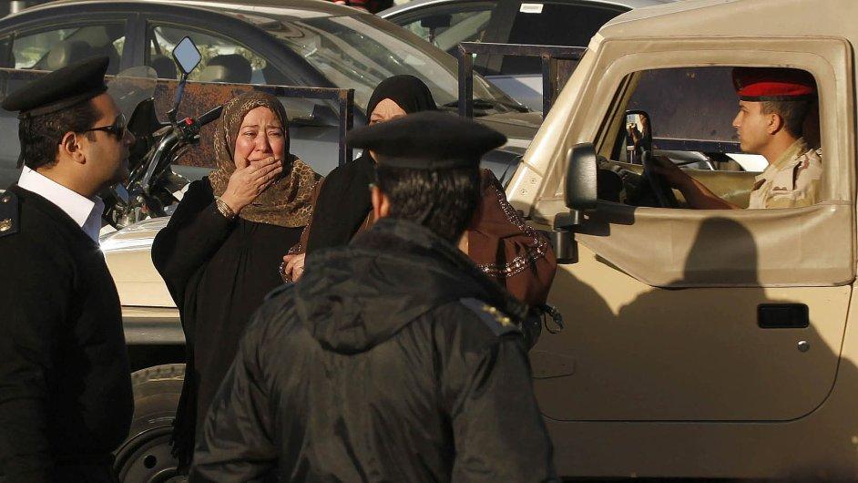Pozůstalí po obětech útoku ve městě al-Aríš