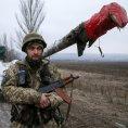 Ukrajinci stahuj� t�k� zbran� z oblasti Debalceve.