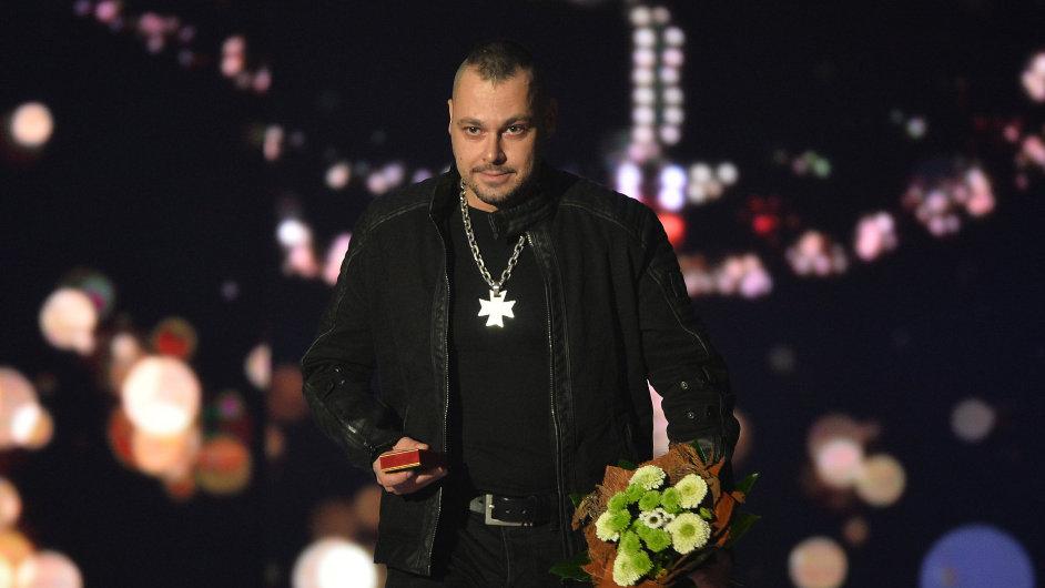 Zpěvák Tomáš Ortel dřív působil v neonacistické skupině Conflict 88.