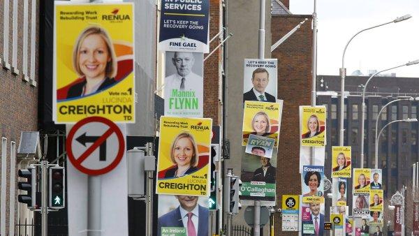 Předvolební plakáty pokryly celý Dublin.