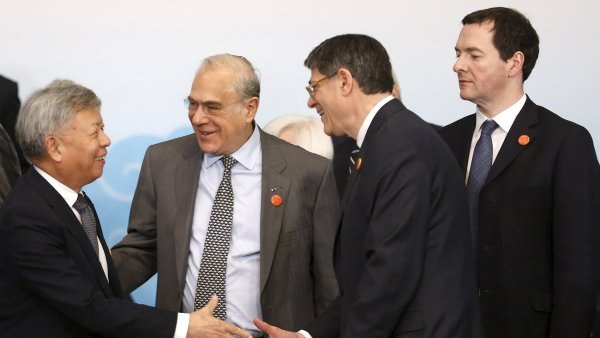 George Osborne (vpravo) s účastníky summitu G20 v Šanghaji.