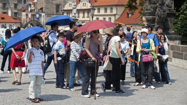 Čínští turisté mají Českou republiku rádi, loni tu utráceli z turistů ze zemí mimo EU nejvíc - Ilustrační foto.