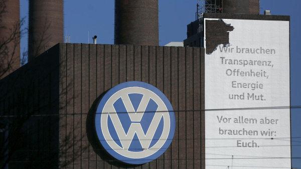Německo vyšetřuje kvůli emisnímu skandálu VW již 17 zaměstnanců.