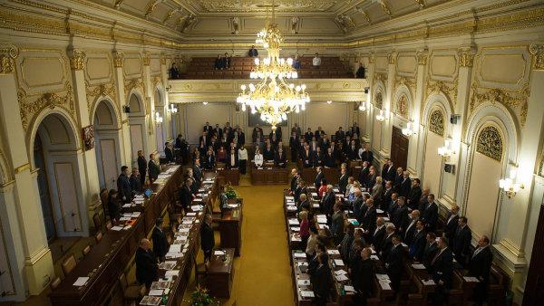 Poslanci schválili výjimky pro registr smluv