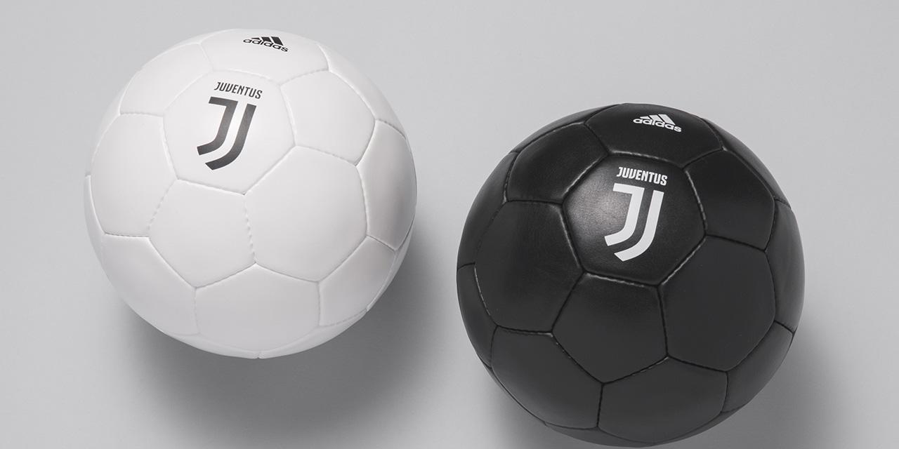 Aplikace loga Juventus na míči