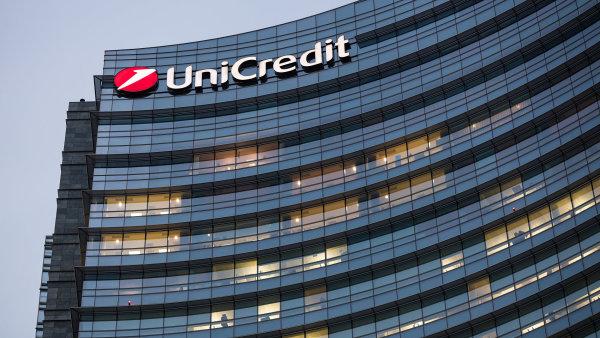 UniCredit čelí podobně jako ostatní retailové banky v eurozóně prostředí negativních úrokových sazeb.