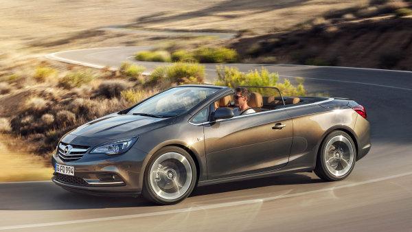 """Opel Cascada se vyrábí od roku 2013. Jeho jméno znamená ve španělštině """"vodopád""""."""