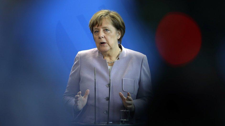 V prvním testu měření sil mezi Angelou Merkelovou a Martinem Schulzem uspěla kancléřka.