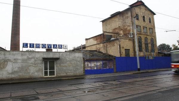 Nová bytová čtvrť naZlíchově má vzniknout namístě někdejší továrny nalíh apotaš, která vznikla vroce 1880. Její dnešní podoba pochází zpřestavby vroce 1907.
