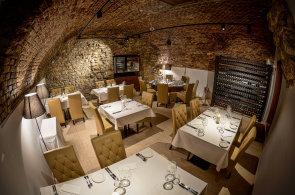 Svěží jarní chutě a výběr z více než 200 druhů vín. Ochutnali jsme jarní menu v Restaurantu Ungelt