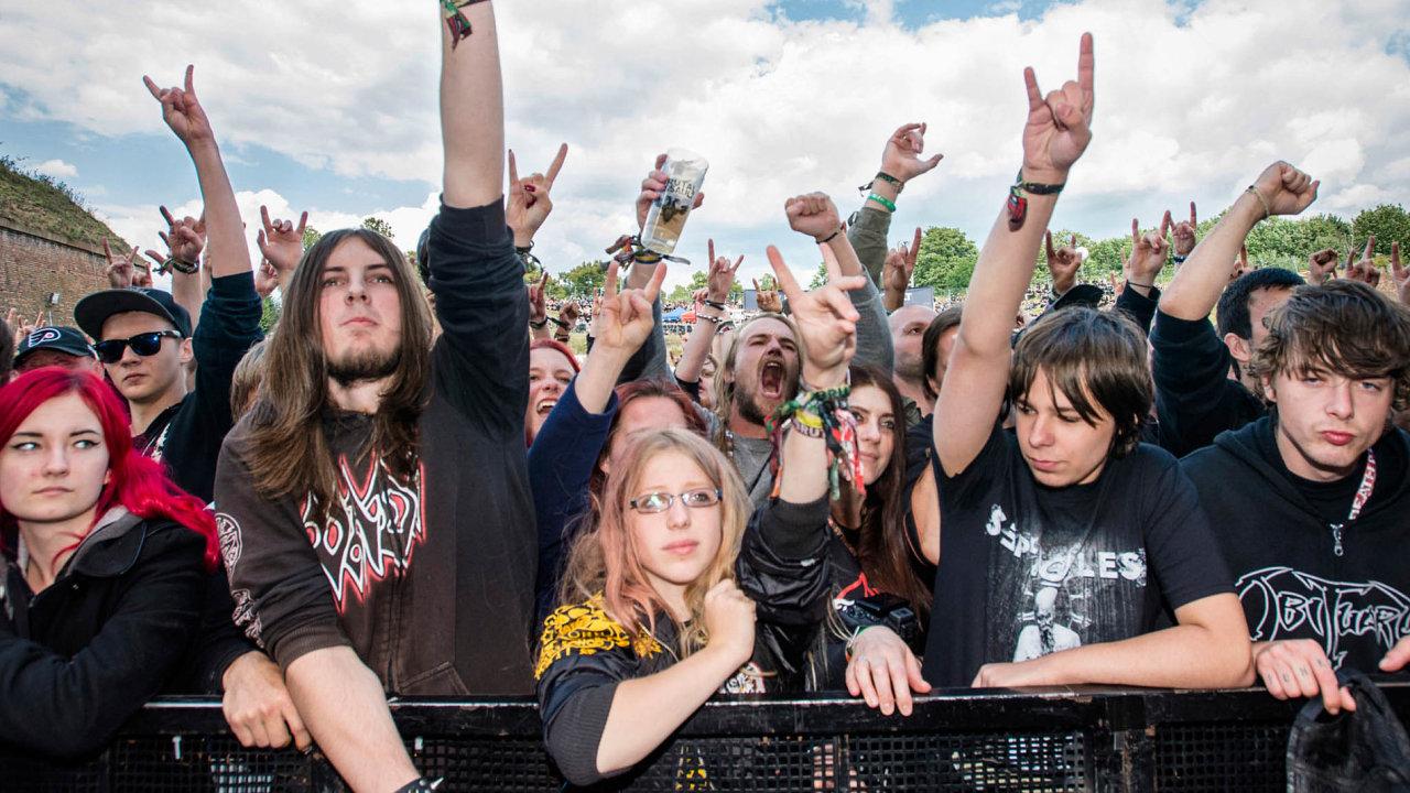 V pevnosti Josefov u Jaroměře ve středu začíná festival Brutal Assault. Přijede skoro 20 tisíc fanoušků extrémní hudby.