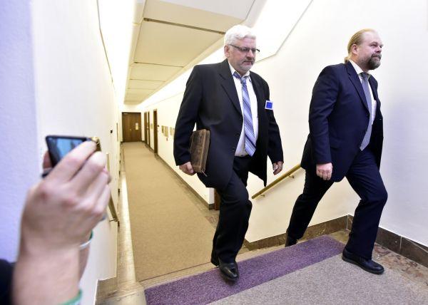 Vyšetřovatel případu Pavel Nevtípil a dozorující státní zástupce Jaroslav Šaroch.