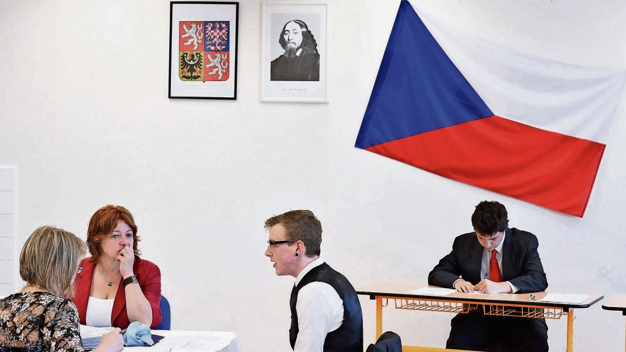 Začátek ústních maturit nagymnáziu vRokosově ulici vPraze Modřanech.