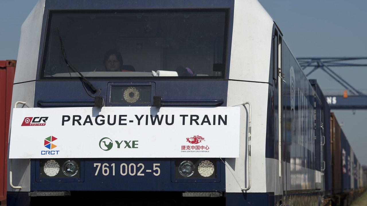 Z terminálu společnosti Metrans v Praze vyjel první přímý vlak z ČR do Číny. Souprava s kontejnery naloženými zejména českým zbožím pojede přibližně 18 dnů.