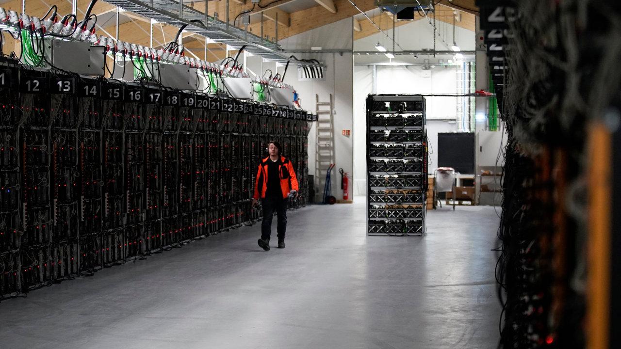 Farma společnosti Genesis Mining na těžbu bitcoinu v islandském Keflavíku.