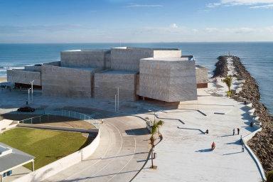 Mexický architekt Rojkind láká rybáře ke koncertní hale. Každý je zodpovědný za své město, říká v rozhovoru pro HN