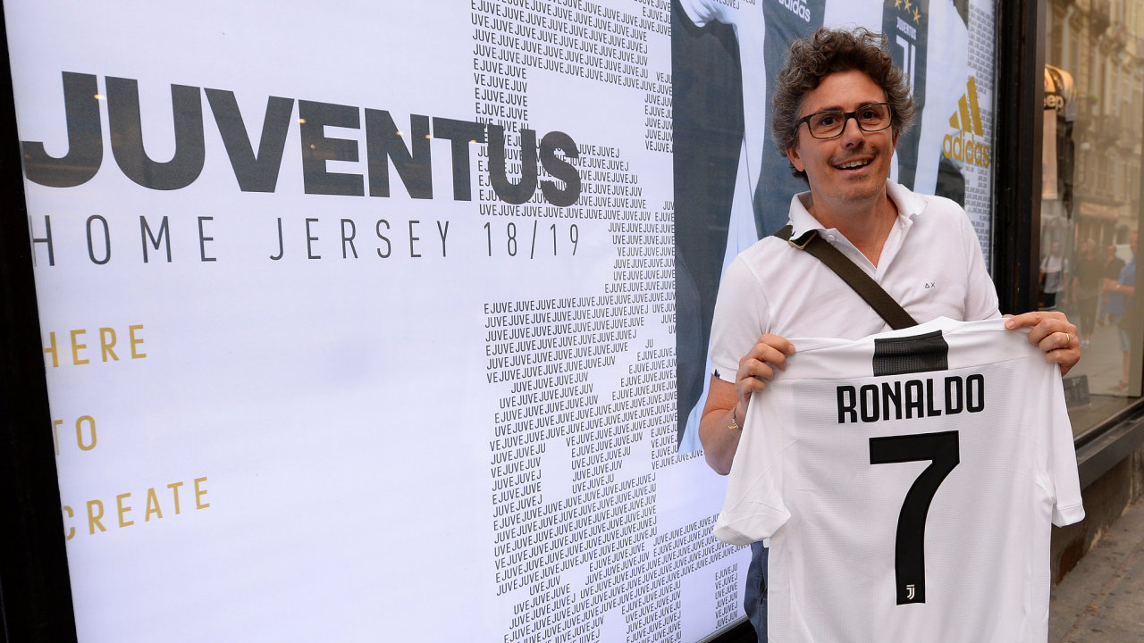 Fanoušci Juventusu mají z příchodu Ronalda do italského klubu radost.