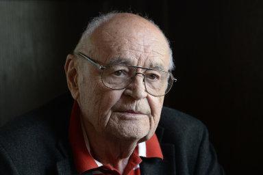 Režisér Václav Vorlíček natočil řadu českých filmových klasik, vedle Popelky například snímky Což takhle dát si špenát, Dívka na koštěti nebo Pane, vy jste vdova!.