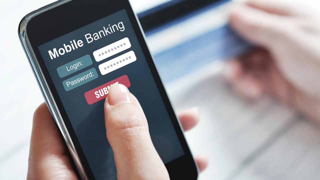 Banky umožňují skrze mobilní telefony nahlížení do účtu nebo třeba bezkontaktní placení v obchodě.