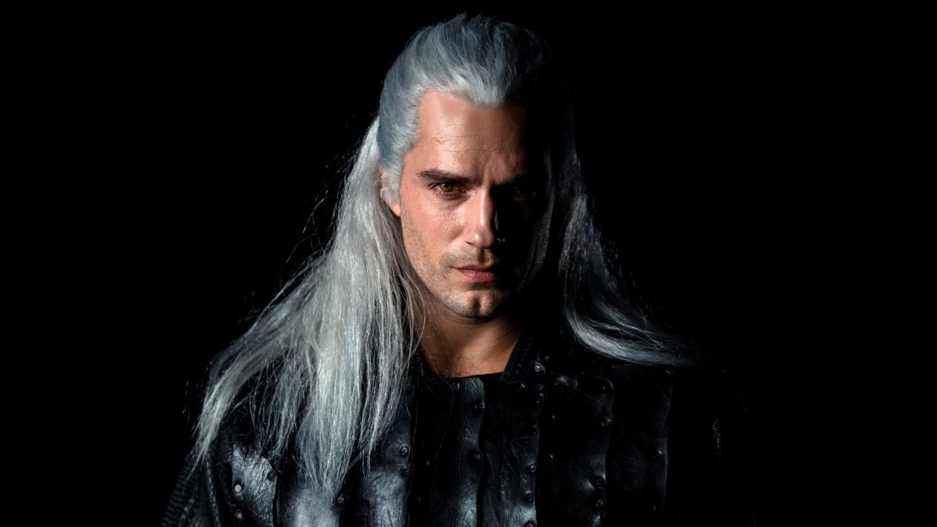 Henry Cavill jako zaklínač Geralt v seriálu od Netflixu