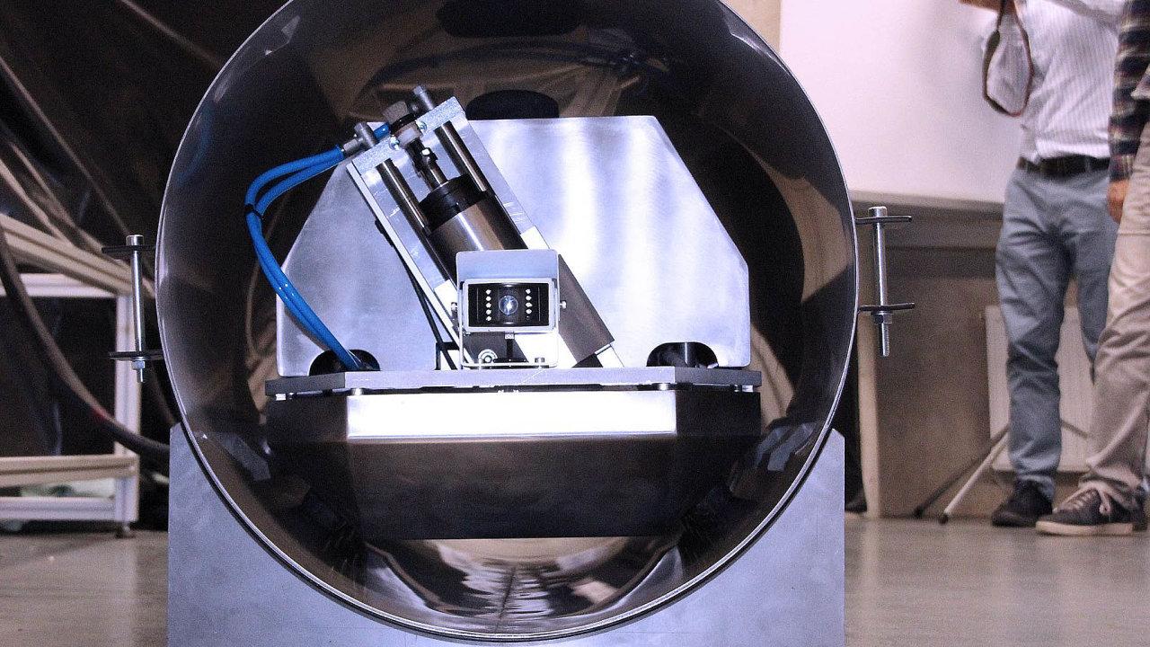 Změří radioaktivitu: Robot projede potrubím reaktoru aodebere vzorek, podle kterého vědci zjistí, jak moc je reaktor stále radioaktivní.