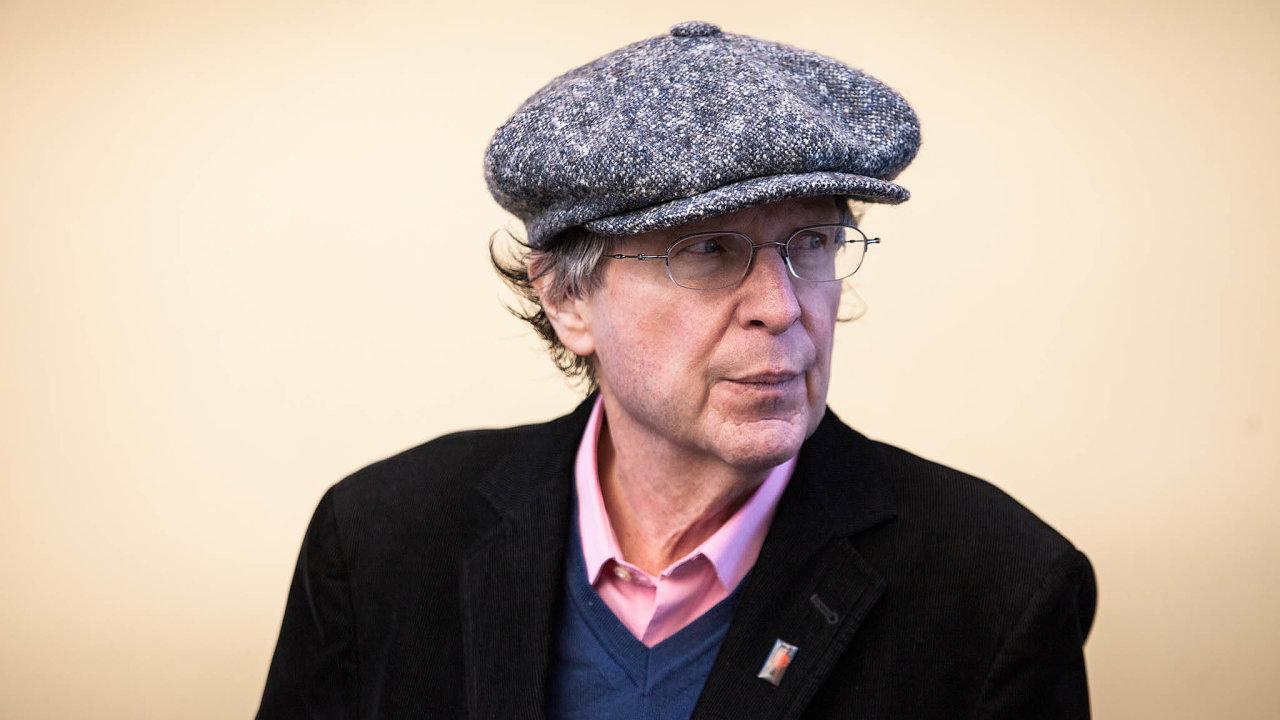 Newyorský básník Michael March od 90.let minulého století pořádá Festival spisovatelů Praha. Ten příští rok oslaví třicáté výročí.