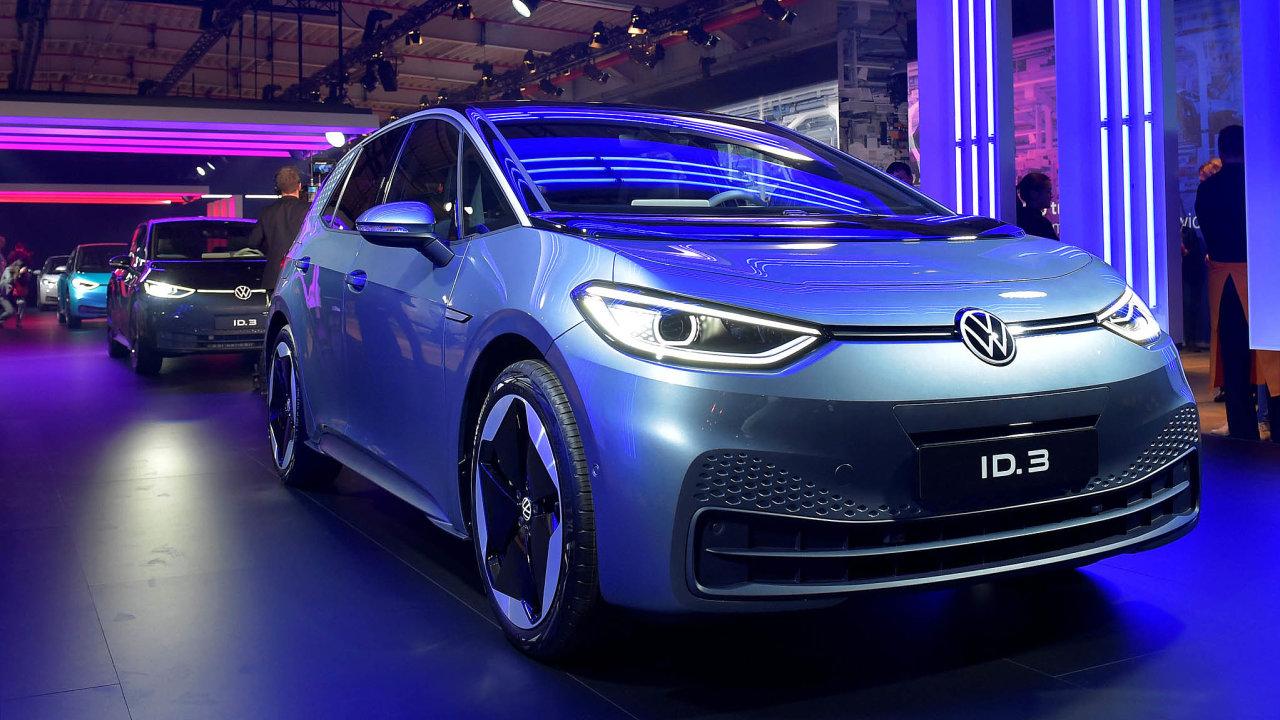 Volkswagen zahájil výrobu přelomového elektromobilu ID.3. První čistě elektrický vůz VW má být cenově dostupnější než podobné modely jiných značek koncernu.