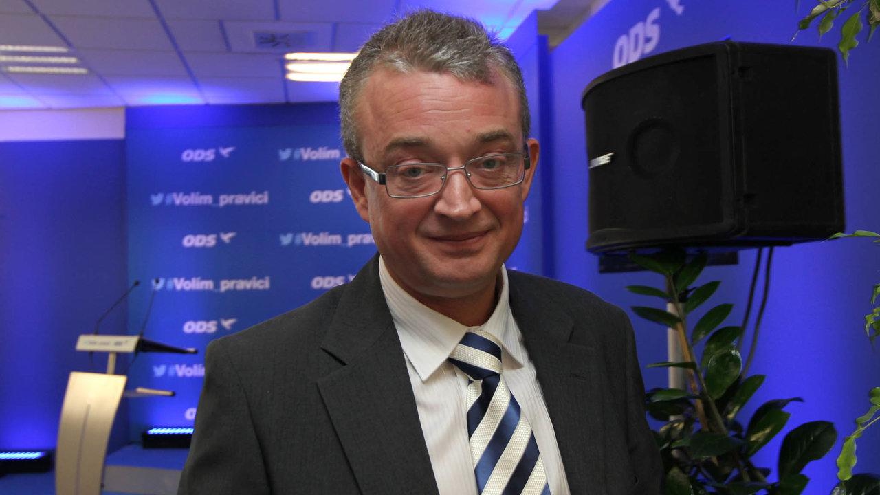 Poslanec Marek Benda patří k pamětníkům vystavení upomínkových cedulí v parlamentní restauraci. Na rozdíl od jiných mu nad stolem chybět nebudou.