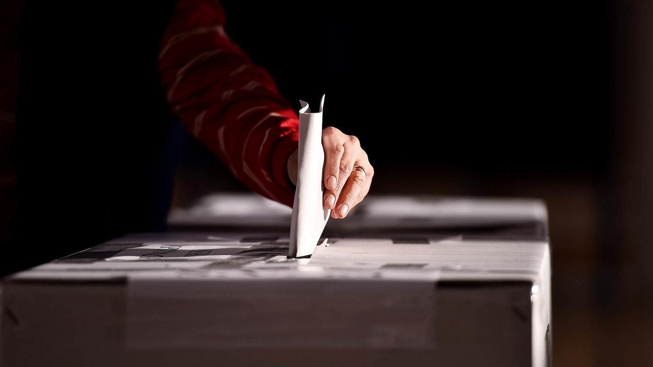 Nyní mají omezené právo volit lidé, kteří nedokážou racionálně posoudit jednotlivé volební varianty. Pokud by ioni volili, je podle MPSV otázkou, proč zdravým lidem přiznáváme volební právo až od 18.