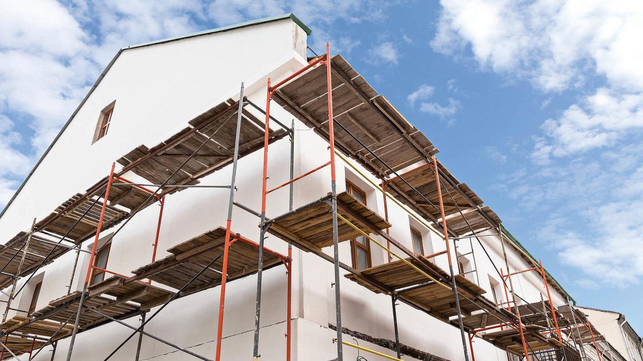 Pokud se člověk pustí dorekonstrukce, může ho těšit pomyšlení, že starší nemovitost získává nahodnotě.