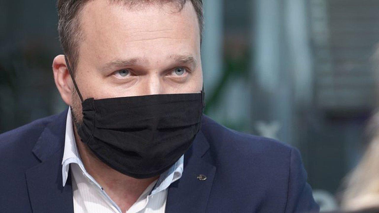 Vojtěch má odstoupit, nákupy roušek na ministerstvu nejsou normální, říká Jurečka.