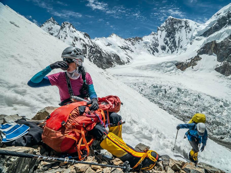 Minulý rok vlétě zdolala Klára Kolouchová natřetí pokus obávanou horu K2. Celovečerní dokumentární film režisérky Jany Počtové sleduje dramatickou cestu první Češky, která stála navrcholech tří nejvyšších hor světa.