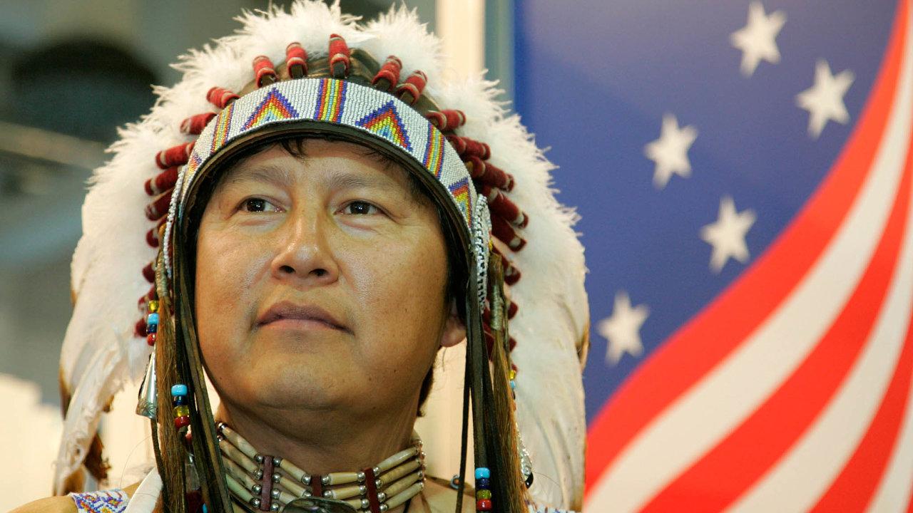 Ohrožení vUSA. Kmen Navahů zasáhla pandemie koronaviru obzvlášť silně. Asi 30 až 40 procent obyvatel rezervace Navajo Nation nemá přístup ktekoucí vodě. Iproto je boj s nákazou náročnější.