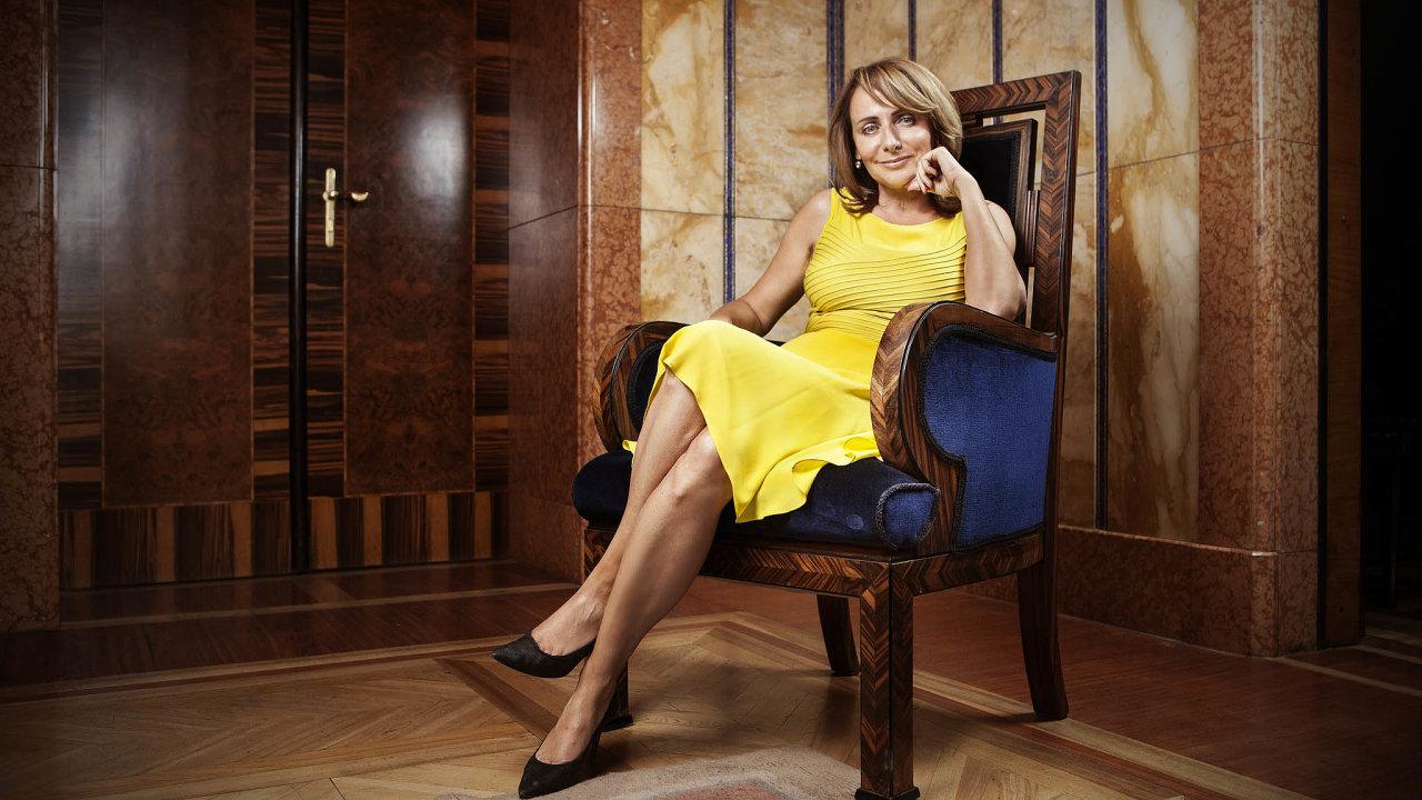 """Bývalá pražská primátorka Adriana Krnáčová napsala román, dojehož děje okatě """"skryla"""" své konkrétní politické příznivce iodpůrce. Poznáte je podle stejných iniciál."""