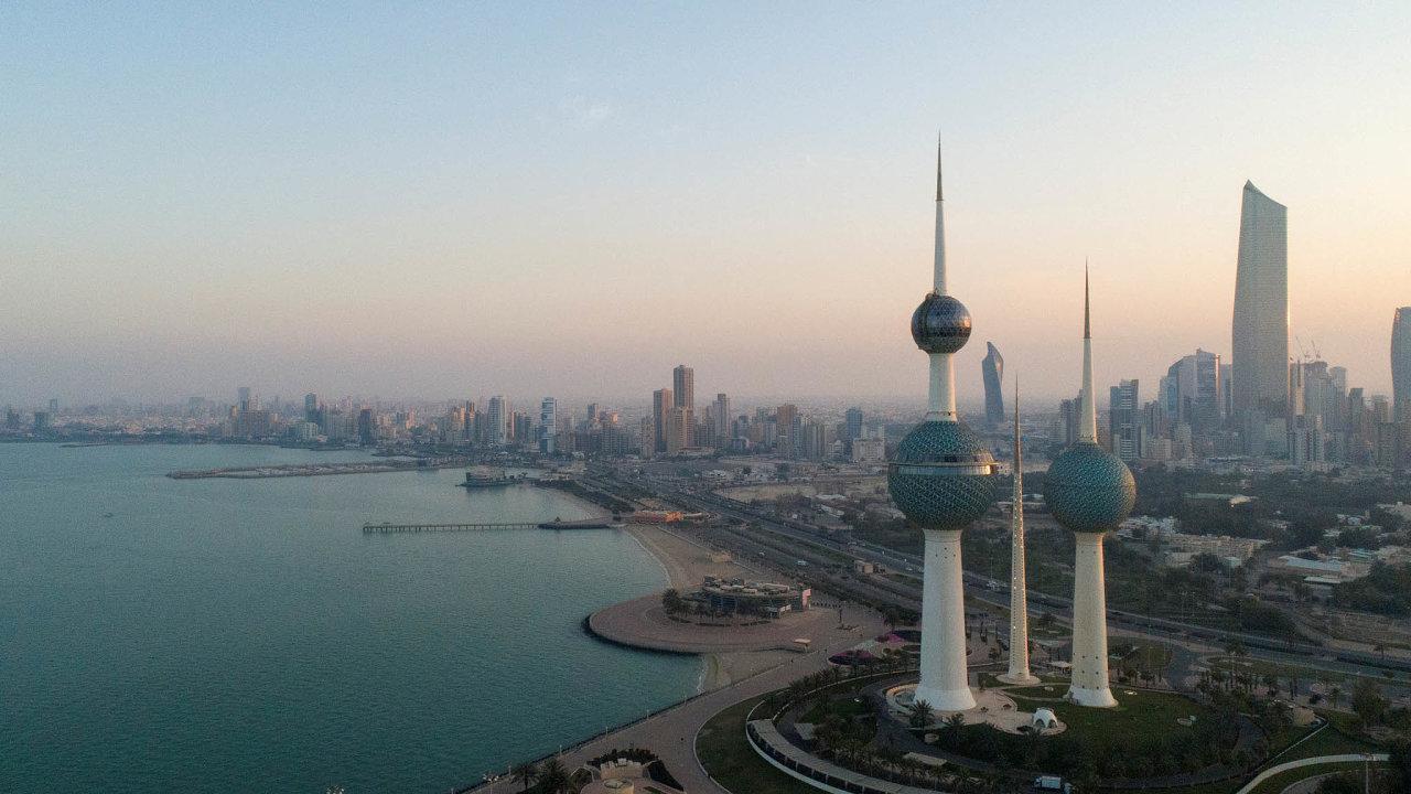 Trable vPerském zálivu. Arabské země zasáhly nízké ceny ropy. Kuvajt kvůli tomu balancuje nahraně schopnosti platit státní zaměstnance.