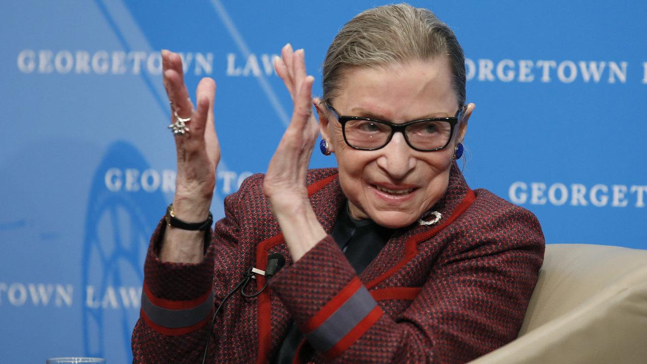 Ruth Baderová Ginsburgová byla brána jako hlavní tvář liberální frakce Nejvyššího soudu USA a jako bojovnice za práva žen, která se postupně stala ikonou pro americké liberály.